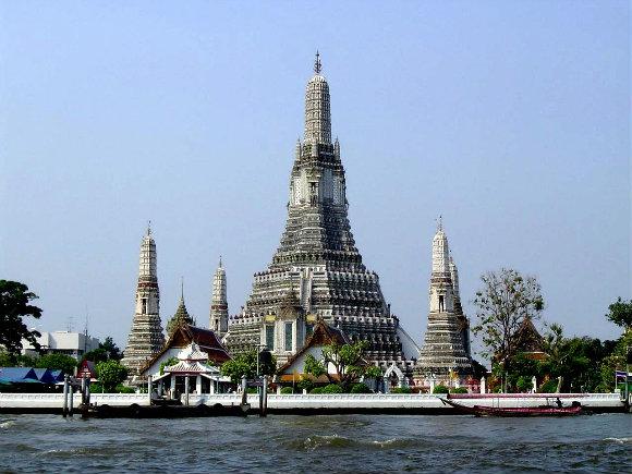 Vista panorámica del templo budista de Wat Arun en Bangkok, Tailandia