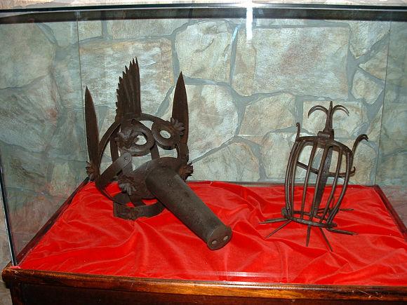 Museo de la Inquisición y la Tortura de Santillana del Mar instrumentos de burla