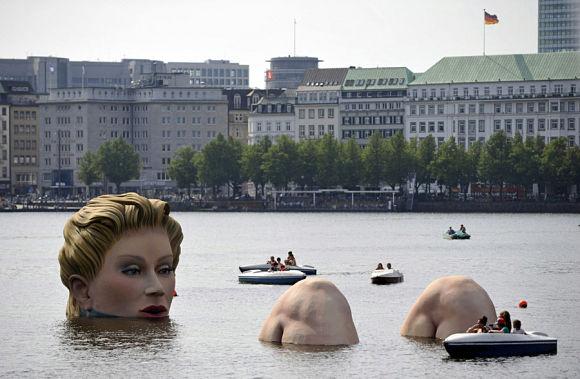 escultura mujer lago binnenalster