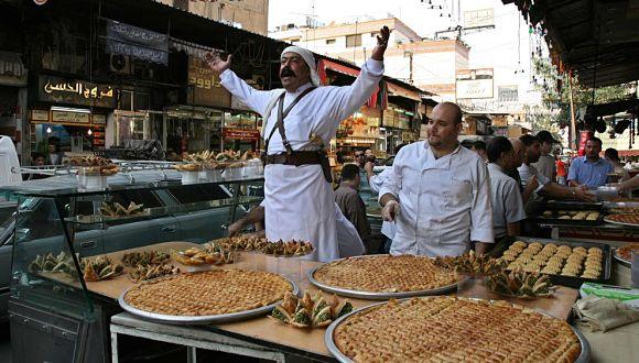 Cuando termina el Ramadán los musulmanes se reúnen con sus seres queridos para celebrarlo y comer juntos. Los dulces son los protagonistas de la cocina