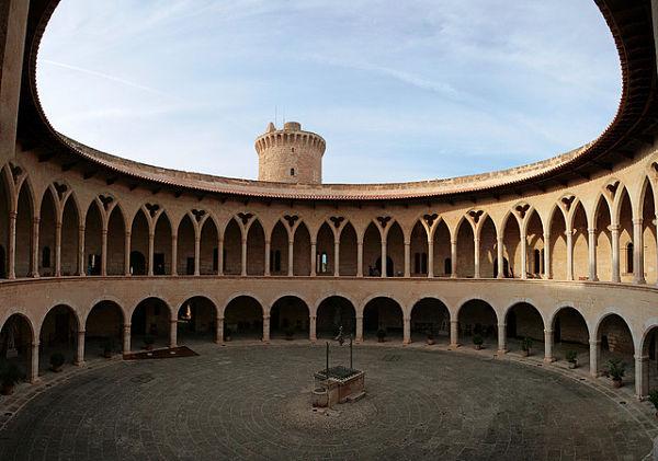 Castillo Bellver mallorca patio