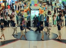 aeropuerto-dubai-flashmob