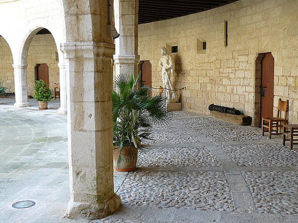 castillo bellver interior