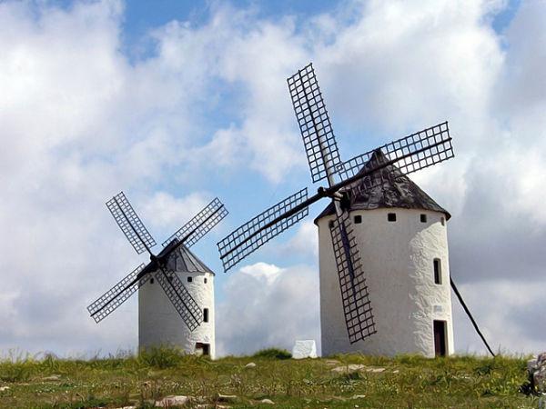 Bella estampa de los molinos de viento de Campo de Criptana, la identidad de Castilla-La Mancha