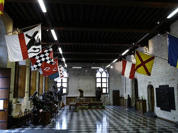 Hall al que accedemos en la visita guiada del ayuntamiento de Lovaina