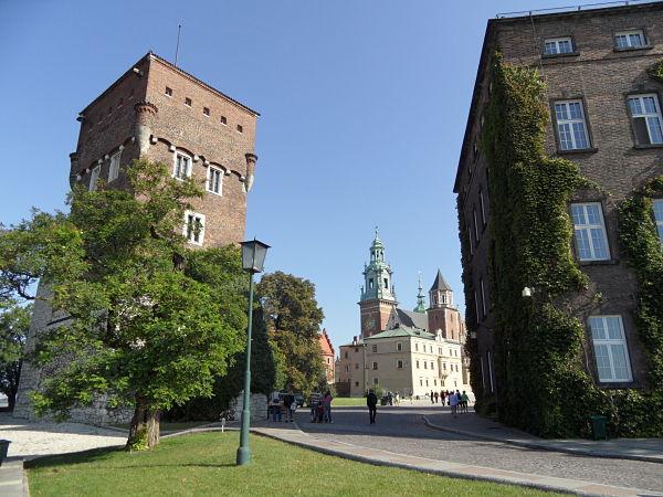 Vistas del interior de la colina de Wawel en Cracovia, Polonia