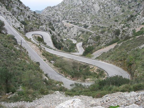 sa calobra como llegar carretera curvas