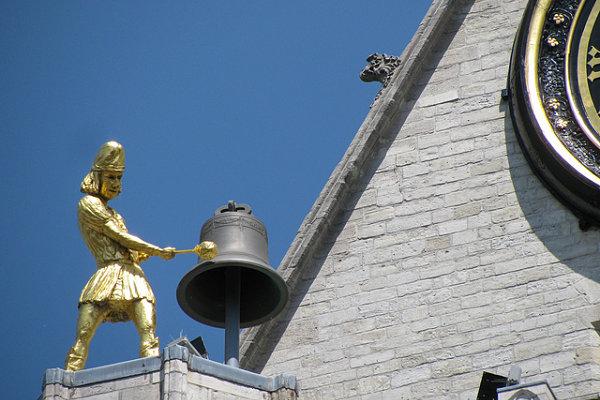 iglesia san pedro lovaina campana