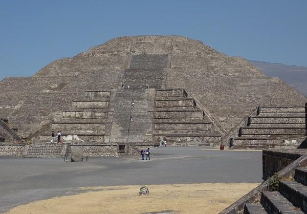 Piramide Luna Calzada Muertos Teotihuacan Mexico
