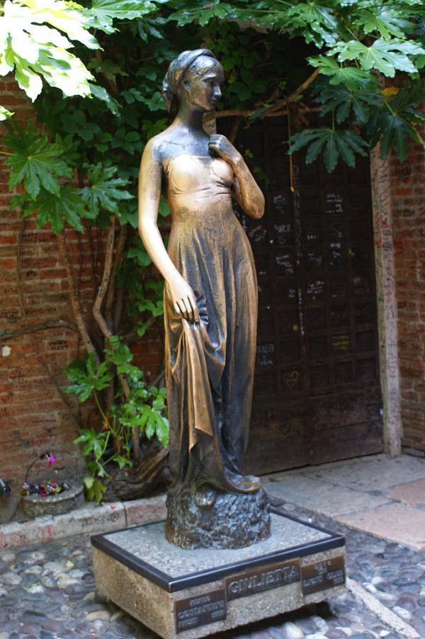 casa julieta verona estatua