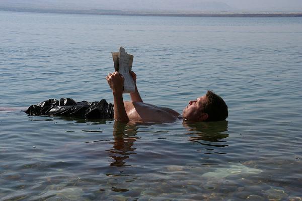 mar muerto flotar