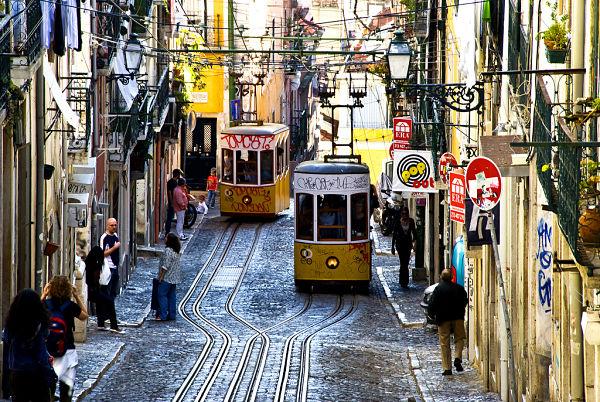 tranvia amarillo lisboa calles