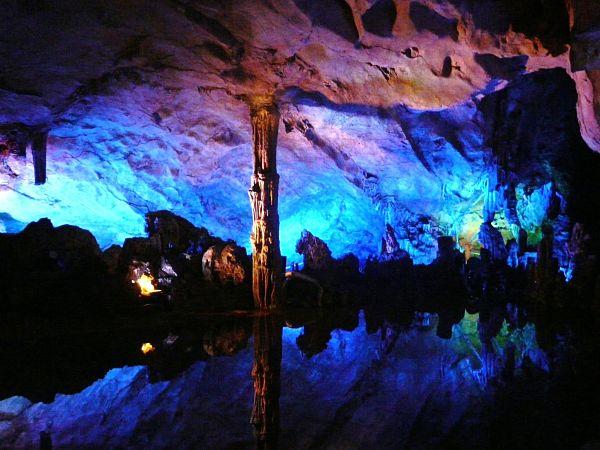 cueva flauta caña iluminación