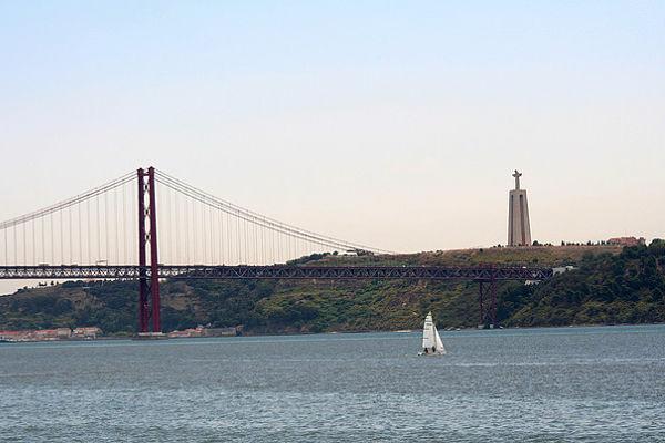 puente 25 abril cristo rey