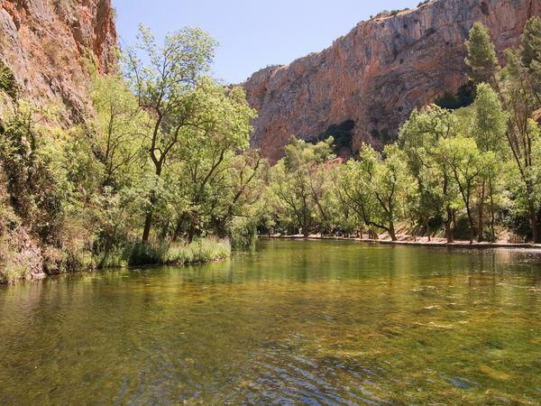 Monasterio Piedra lago espejo