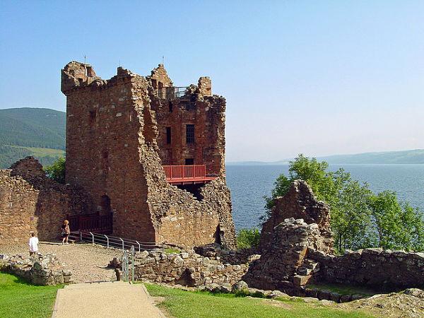 lago ness castillo urquhart