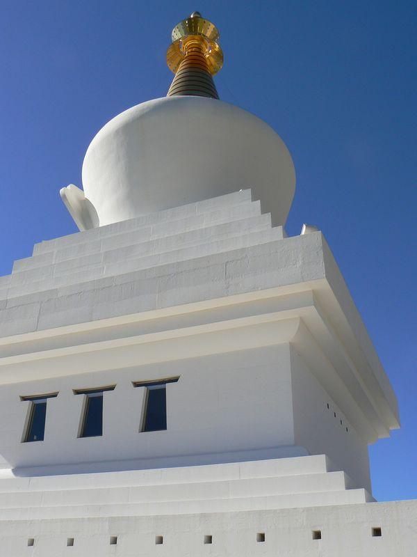estupa benalmadena iluminacion