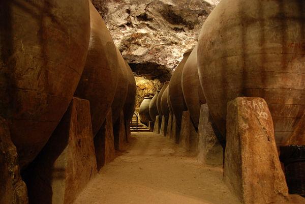 chinchon cuevas vino