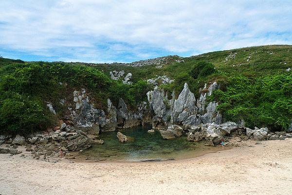 mejores playas españa gulpiyuri