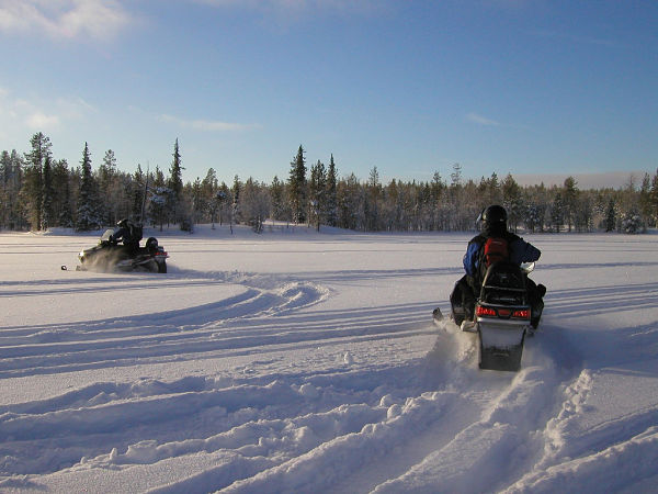 excursion moto nieve valle aran atardecer