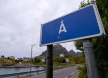 Cartel de acceso al pueblo con el nombre más corto del mundo | Nathan W.