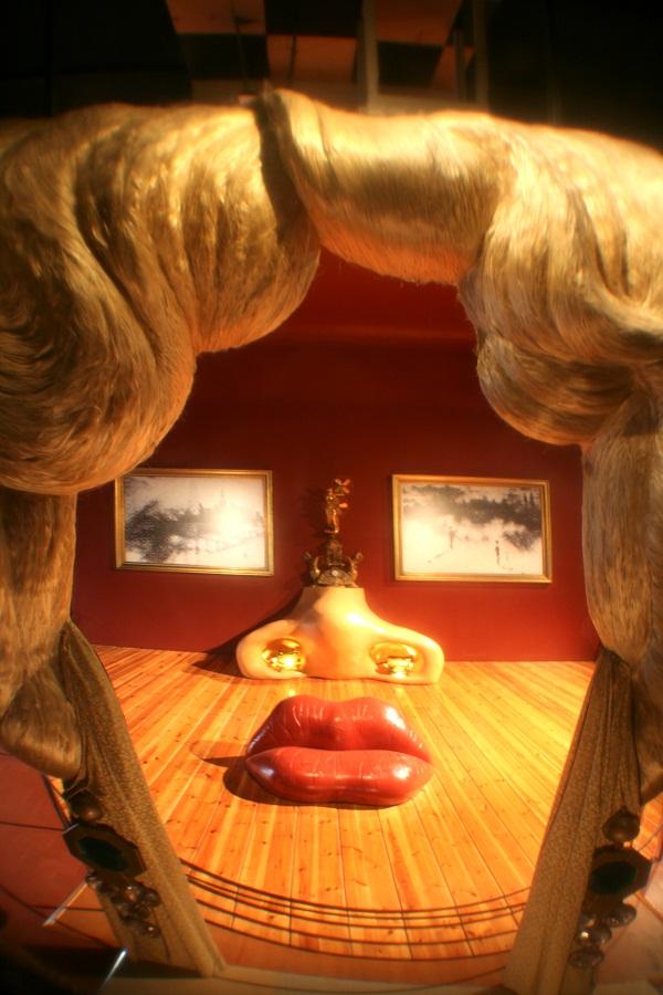 teatro museo dali mae west