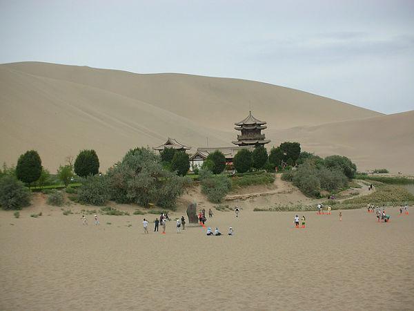 lago oasis Yueyaquan China