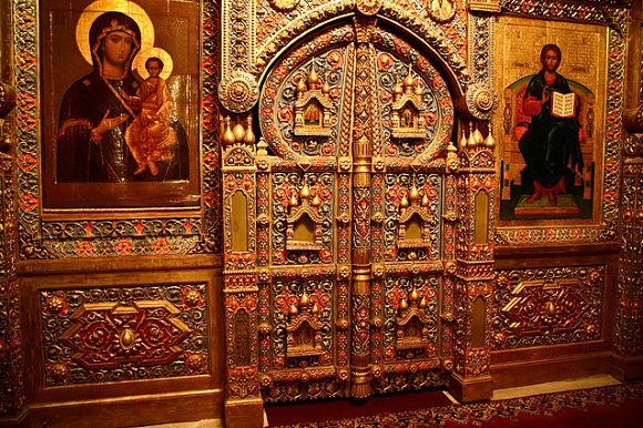 El interior de la Catedral está lujosamente ornamentado