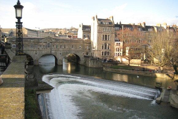 Fotografía del puente de Pulteney en la localidad de Bath, Reino Unido
