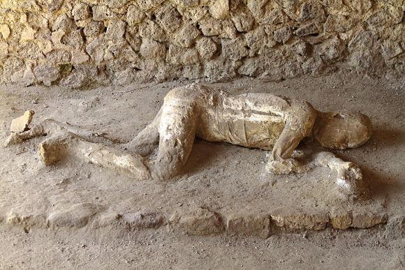Cuerpo petrificado de un ciudadano de Pompeya