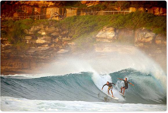 El surf es el mayor reclamo de Bondi Beach y muchos surfistas lo practican