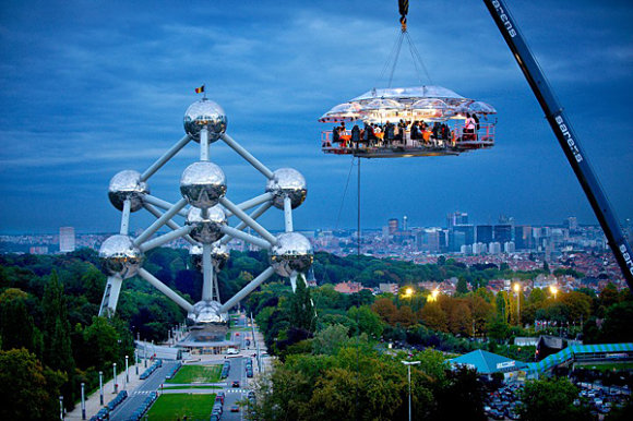 Restaurante Dinner in the Sky, en las alturas de Bruselas