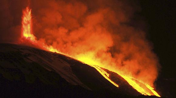 Fotografía de la erupción del volcán Etna el pasado 11 de enero de 2011