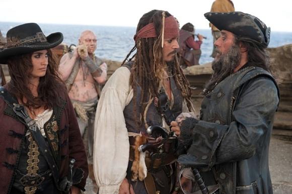 Johnny Deep junto a Penélope Cruz en Piratas del Caribe 4