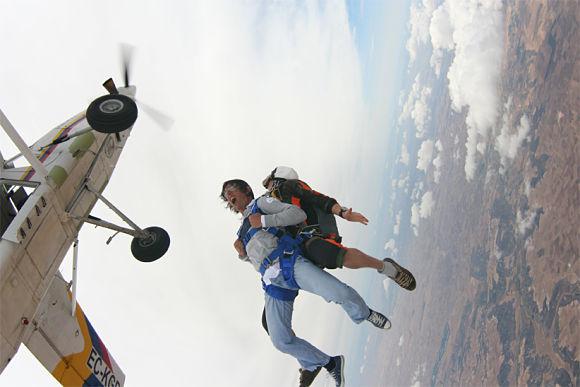 Los primeros instantes tras el salto en paracaídas son los más impresionantes