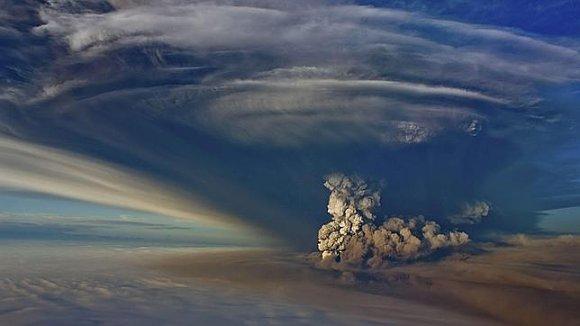 Holocáustica fotografía aérea del volcán islandés de Grimsvoetn