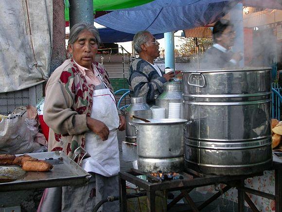 En México encontraremos multitud de puestos donde podremos probar el champurrado