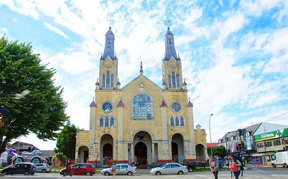 Fachada de la Iglesia San Francisco, ubicada en la ciudad de Castro