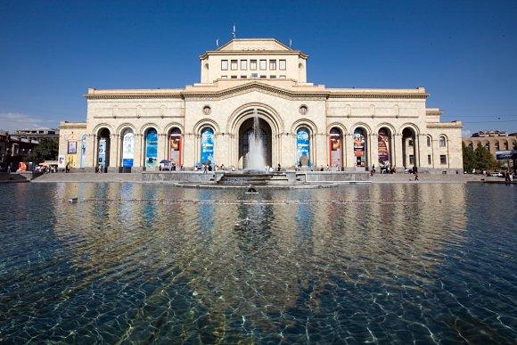 Fotografía de los exteriores de la Galería Nacional de Armenia