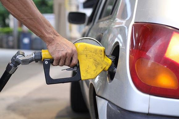 En la mayoría de las empresas nos hacen pagar un depósito lleno de gasolina