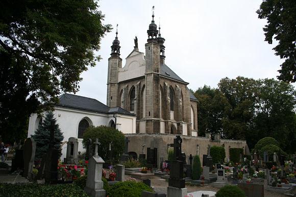 Fotografía de la Iglesia del Cementerio de Todos los Santos que alberga en la planta baja, el Osario de Sedlec