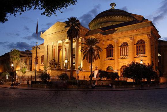 El Teatro Massimo es el teatro de ópera más grande de Italia y el tercero de Europa