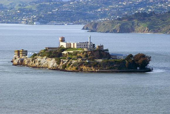 Fotografía tomada de la isla de Alcatraz y su prisión de alta seguridad
