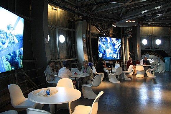 Fotografía del nterior del bar del Atomium en Bruselas
