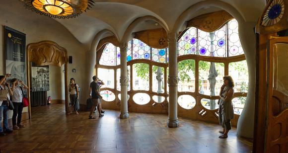 El interior de la casa Batlló de Gaudí simula el mundo submarino
