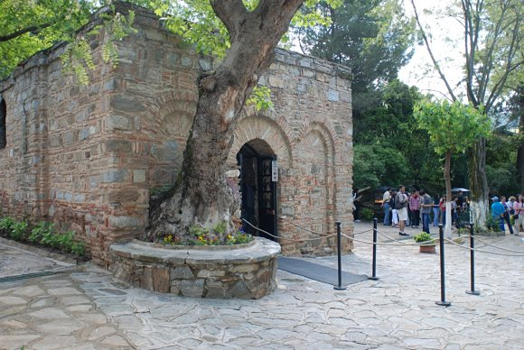 Fotografía del exterior de la casa de la Virgen María en Éfeso
