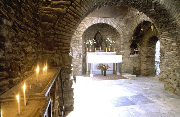 Interior de la capilla donde en su día pudo vivir la Virgen María, Éfeso