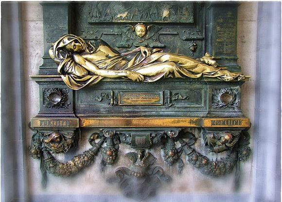 La estatua de bronce de Everard 't Serclaes está junto a la Grand Place de Bruselas