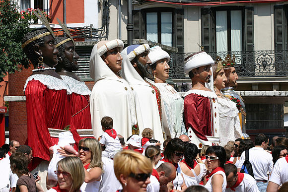 Fotografía de los 8 gigantes de Pamplona en las Fiestas de San Fermín