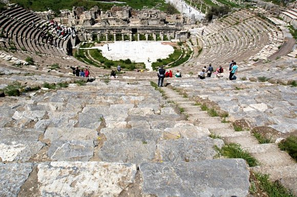 Impresionante contrapicado del Gran Teatro de Éfeso, Turquía